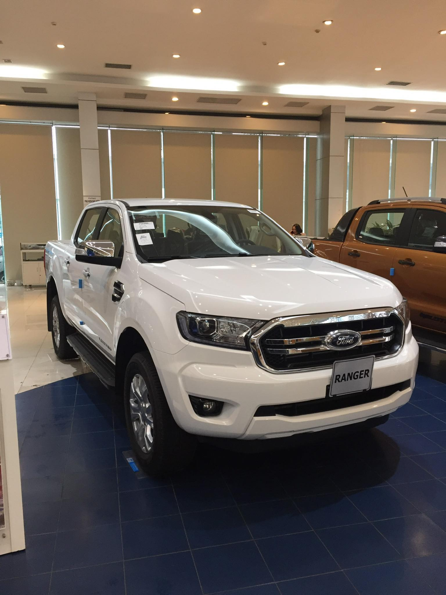 Ford Ranger XLT 2021 lắp ráp